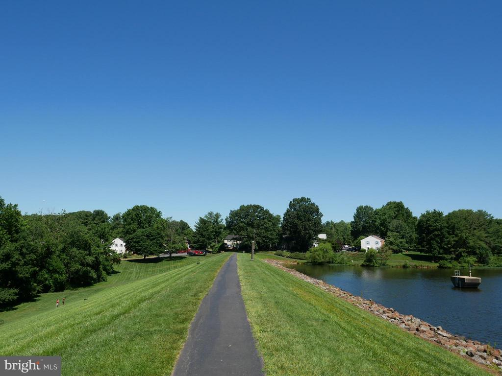 Walking Trail along the Lake - 5614 DE SOTO ST, BURKE