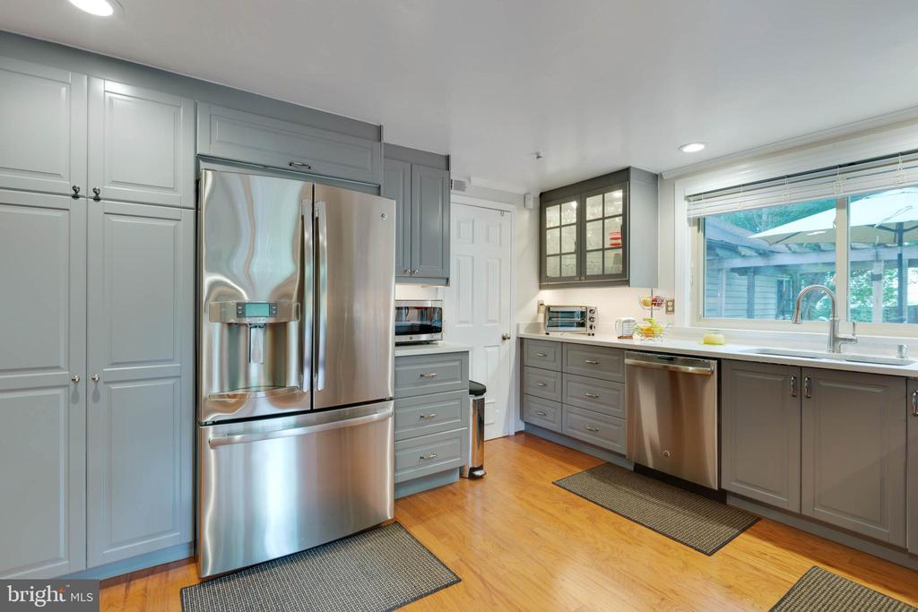Stainless Steel appliances - 11 CHEVAL CT, STERLING