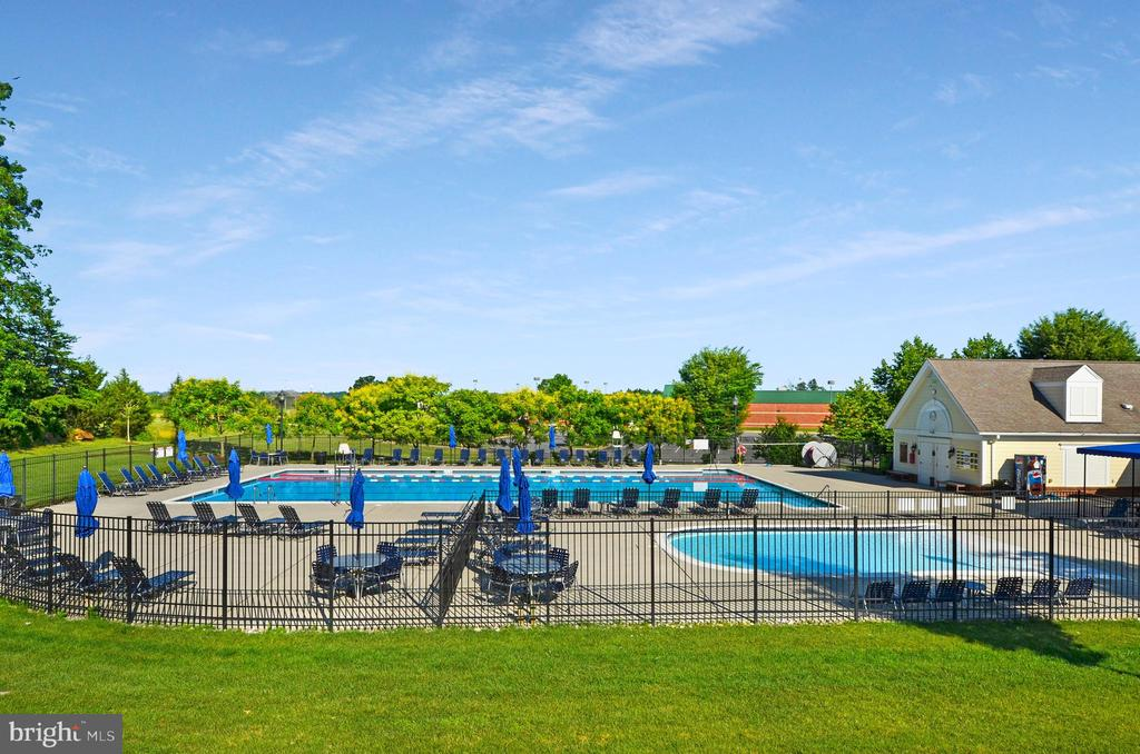 Coton Commons, third pool in Lansdowne community - 43083 ROCKY RIDGE CT, LEESBURG