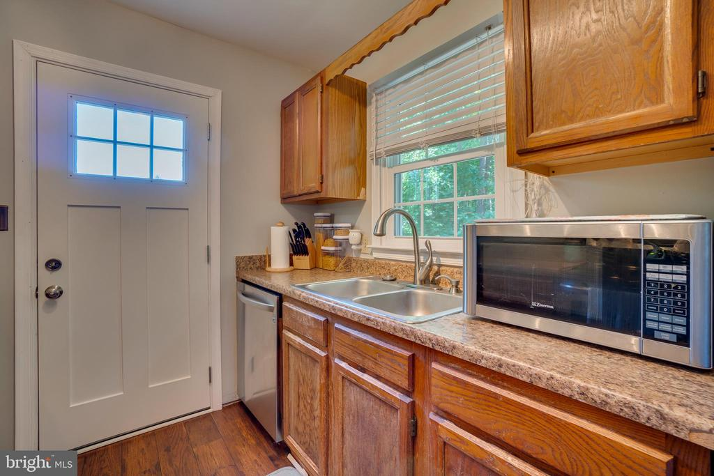 NEW Stainless Steel Appliances - 11015 ABBEY LN, FREDERICKSBURG