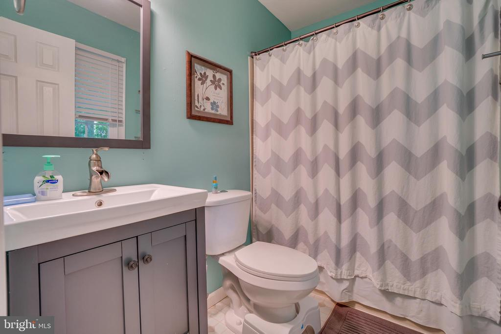 NEW Vanity, Toilet & Laminate in Bathroom 1! - 11015 ABBEY LN, FREDERICKSBURG