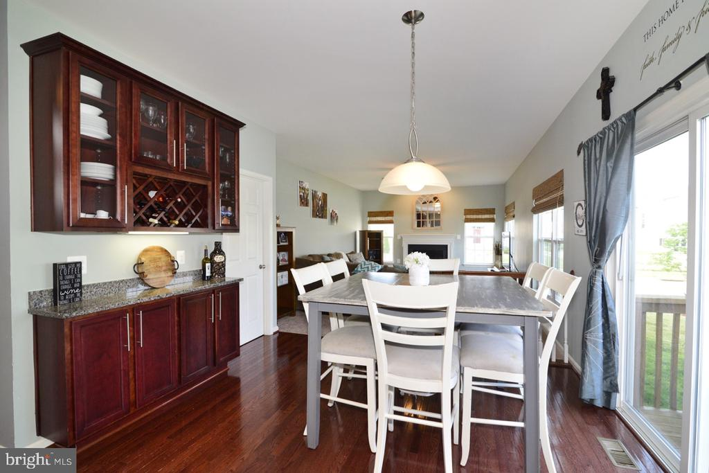 Nice Butler Pantry - 17618 CLEVELAND PARK DR, ROUND HILL