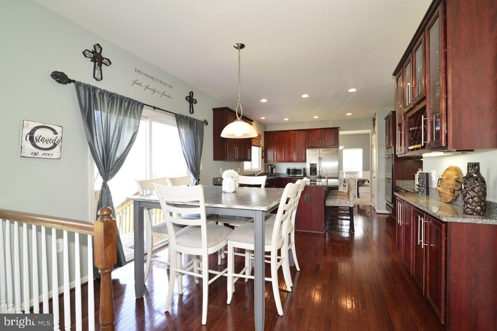 Large Breakfast Room - 17618 CLEVELAND PARK DR, ROUND HILL