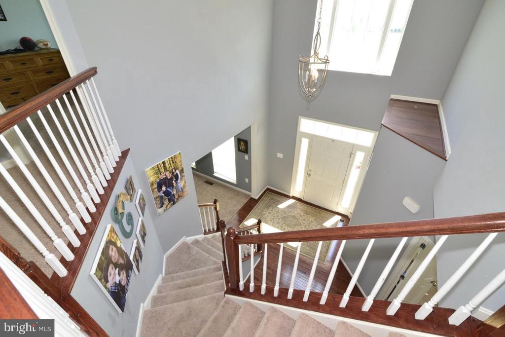 Staircase - 17618 CLEVELAND PARK DR, ROUND HILL