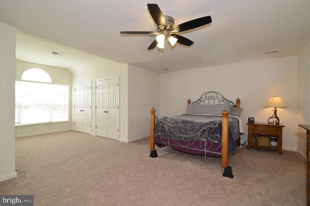 Master bedroom with 2 Additional Closets - 17618 CLEVELAND PARK DR, ROUND HILL
