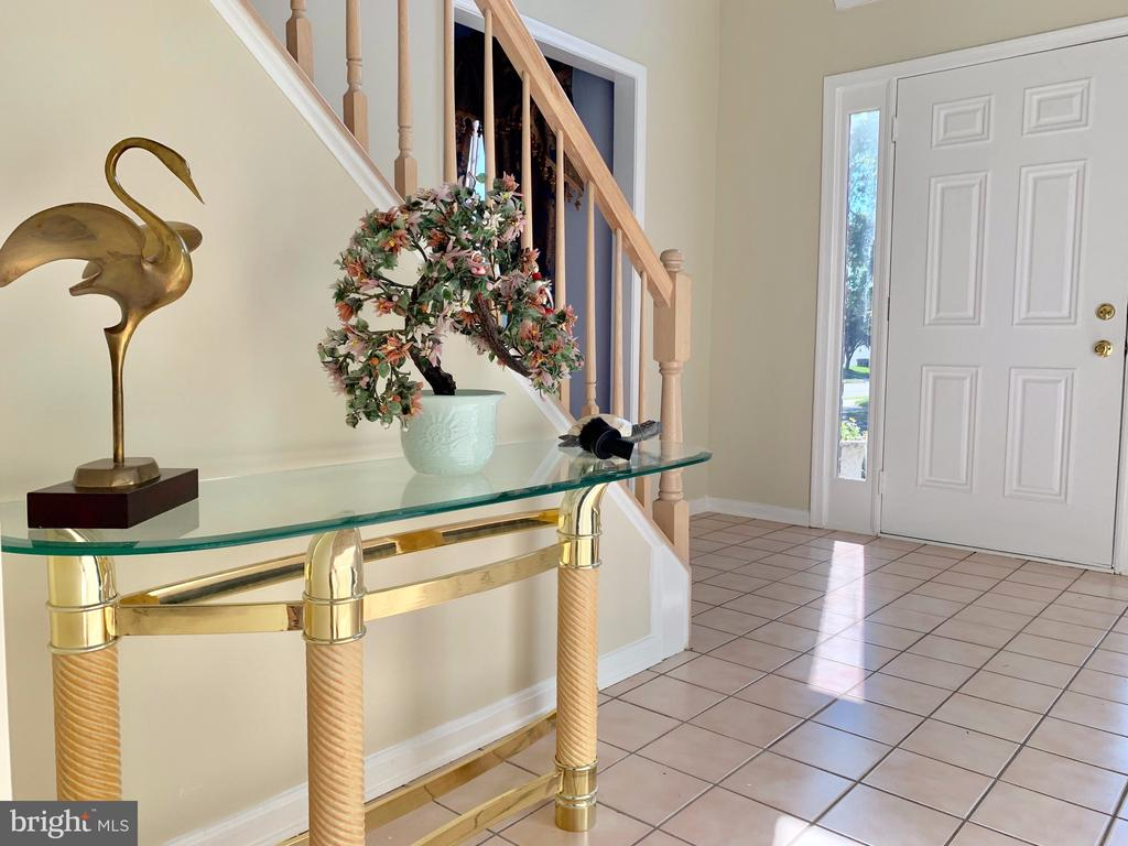 Two story entry way - 9202 MATTHEW DR, MANASSAS PARK
