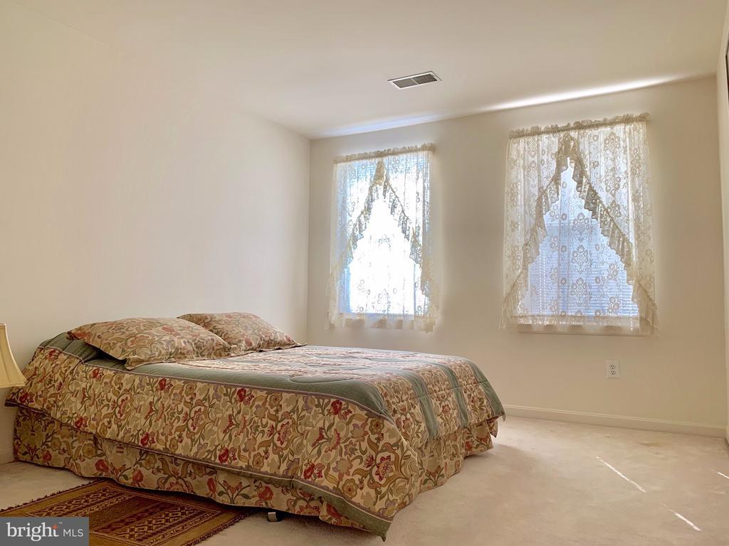 1st Bedroom - 9202 MATTHEW DR, MANASSAS PARK