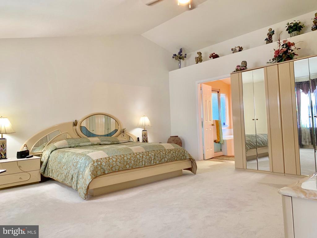 Grand Master Bedroom - 9202 MATTHEW DR, MANASSAS PARK