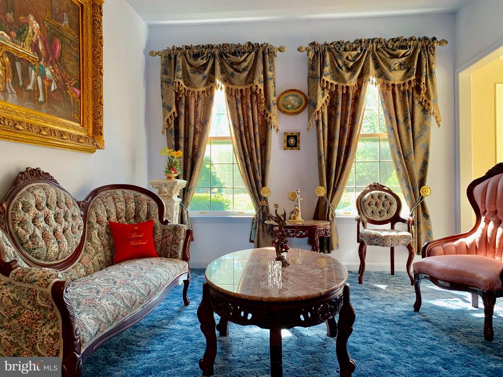 Formal Living room - 9202 MATTHEW DR, MANASSAS PARK
