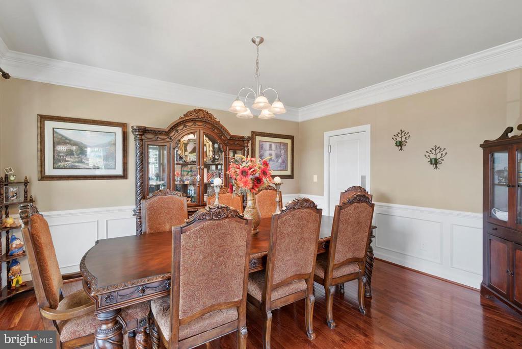 Formal dining room - 7375 TUCAN CT, WARRENTON