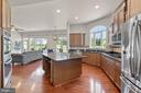 Chef's Kitchen with GE Stainless Steel Appliances - 7375 TUCAN CT, WARRENTON