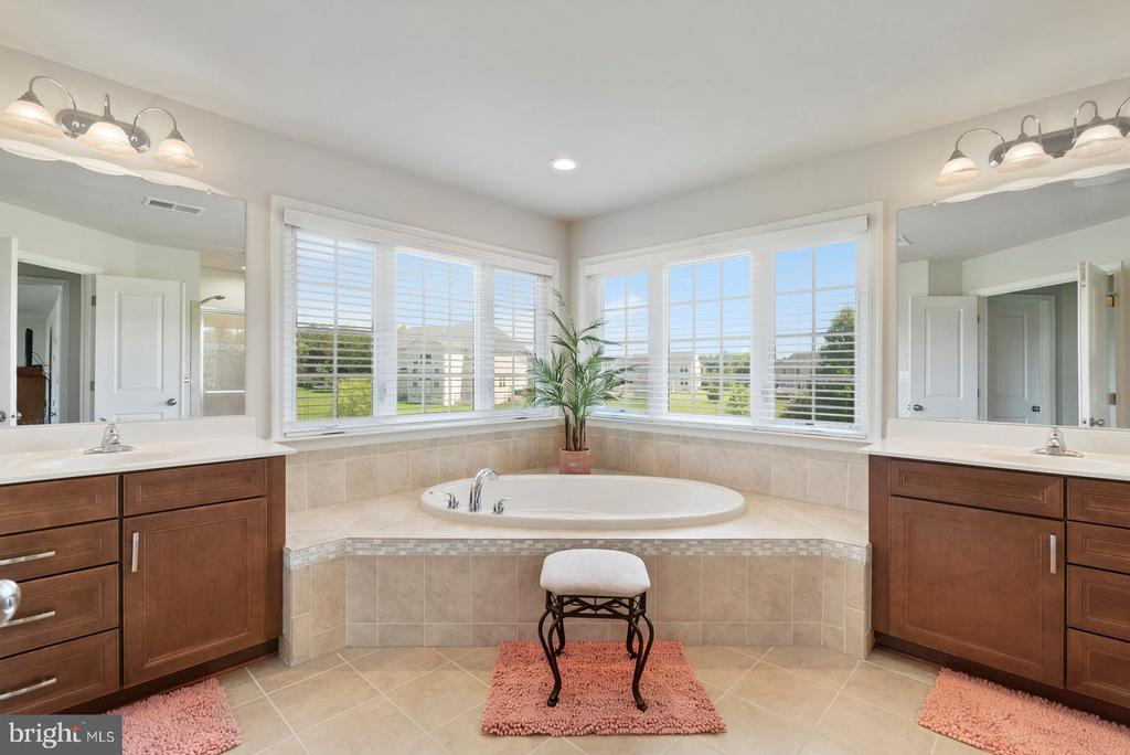 Master bathroom - 7375 TUCAN CT, WARRENTON