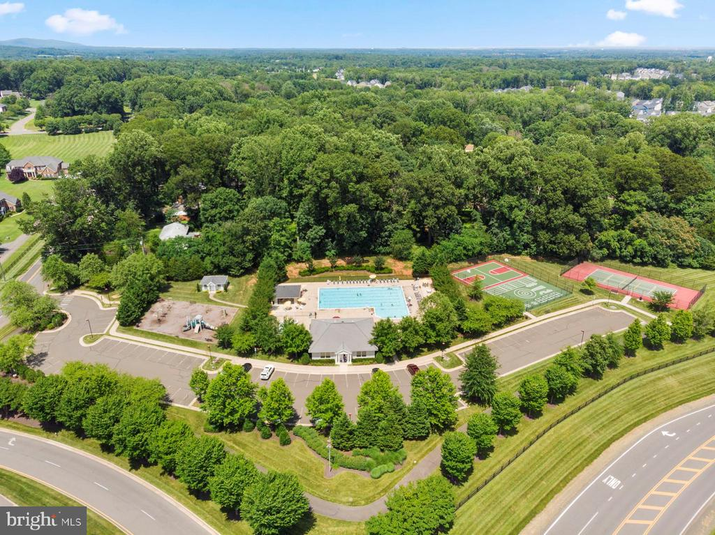 Clubhouse pool view - 7375 TUCAN CT, WARRENTON