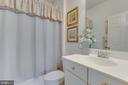 Bedroom 2's Full Bathroom - 22388 BELLE TERRA DR, ASHBURN