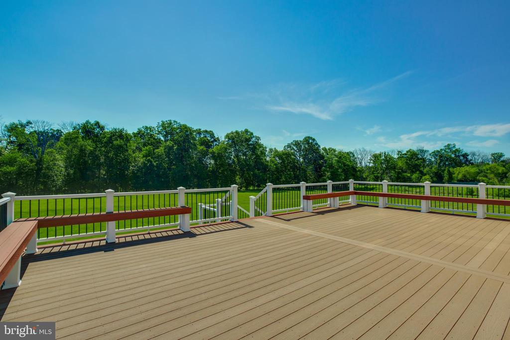 Custom Composite Deck with Built-in Seating - 22388 BELLE TERRA DR, ASHBURN