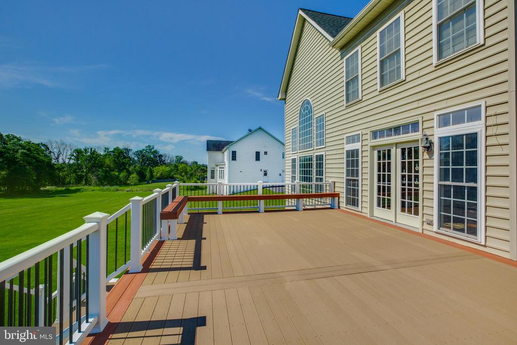 Composite Deck - 22388 BELLE TERRA DR, ASHBURN