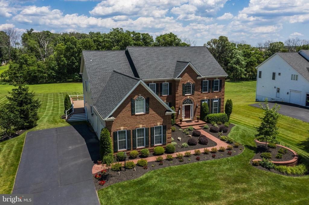 Beautifully Landscaped Lot - 22388 BELLE TERRA DR, ASHBURN