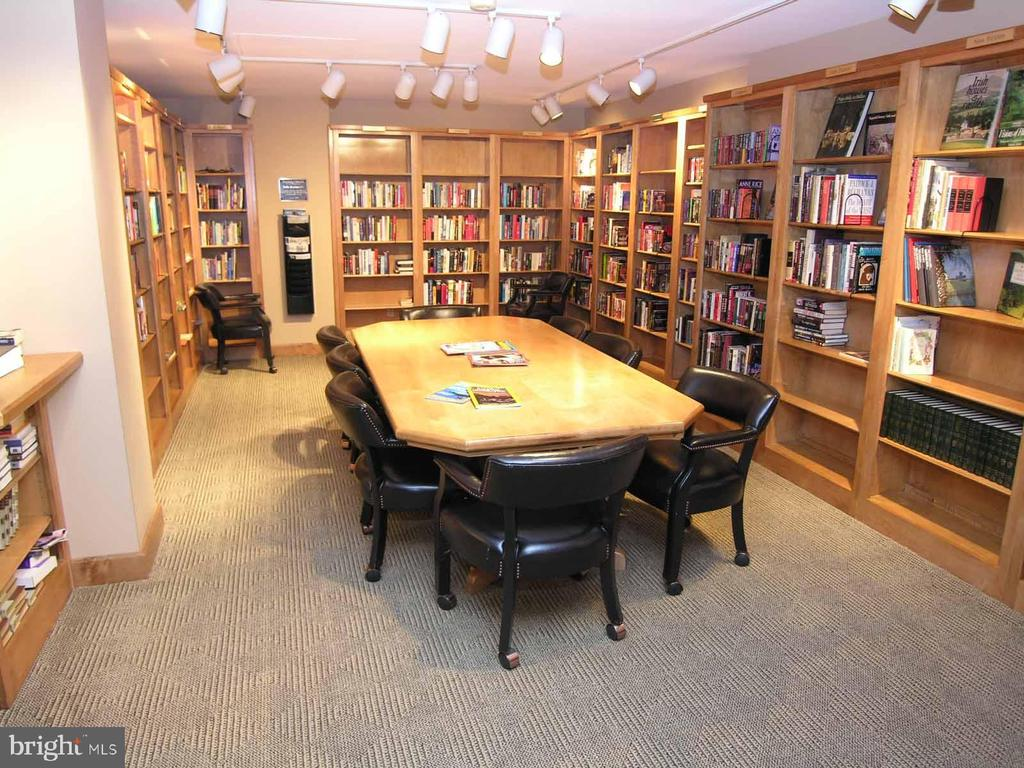 Regency library - 1800 OLD MEADOW RD #621, MCLEAN