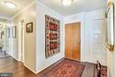 Entry foyer and hall with mirrored wall - 1800 OLD MEADOW RD #621, MCLEAN