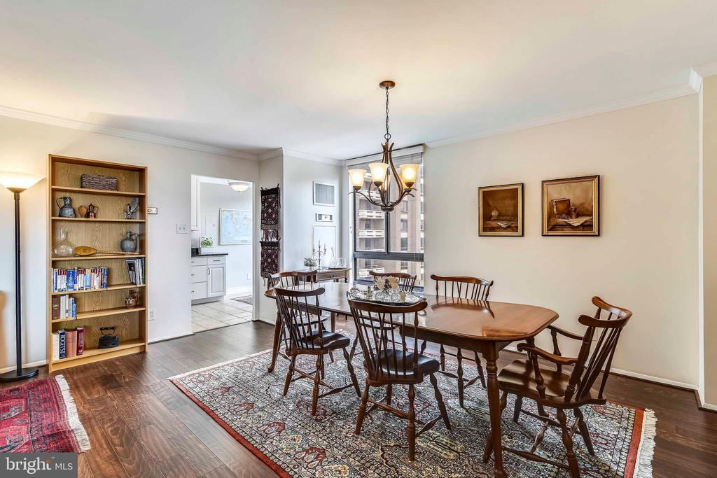 Dining area to kitchen beyond - 1800 OLD MEADOW RD #621, MCLEAN