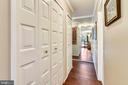 Hallway with mirrored wall for added light - 1800 OLD MEADOW RD #621, MCLEAN
