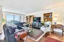 Light-filled living area with sliders to balcony - 1800 OLD MEADOW RD #621, MCLEAN