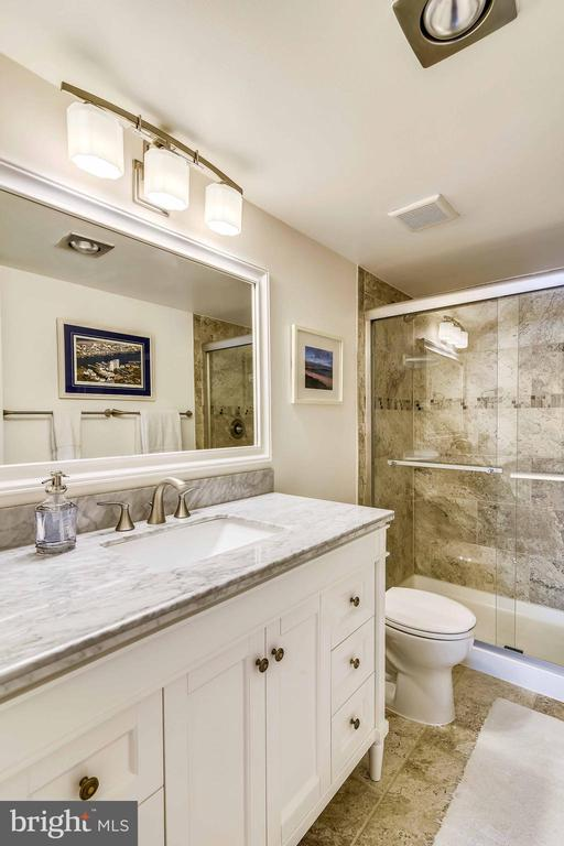 Fabulous master bath with marble-topped vanity - 1800 OLD MEADOW RD #621, MCLEAN