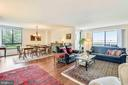 Open living/dining room with two-sides windows - 1800 OLD MEADOW RD #621, MCLEAN