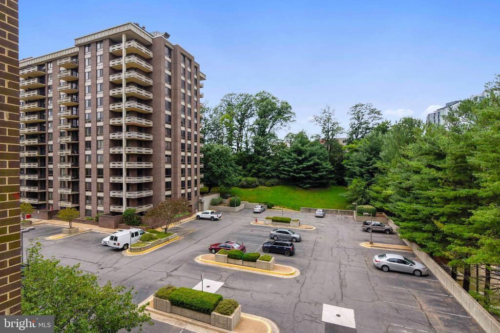 Western view from balcony - 1800 OLD MEADOW RD #621, MCLEAN
