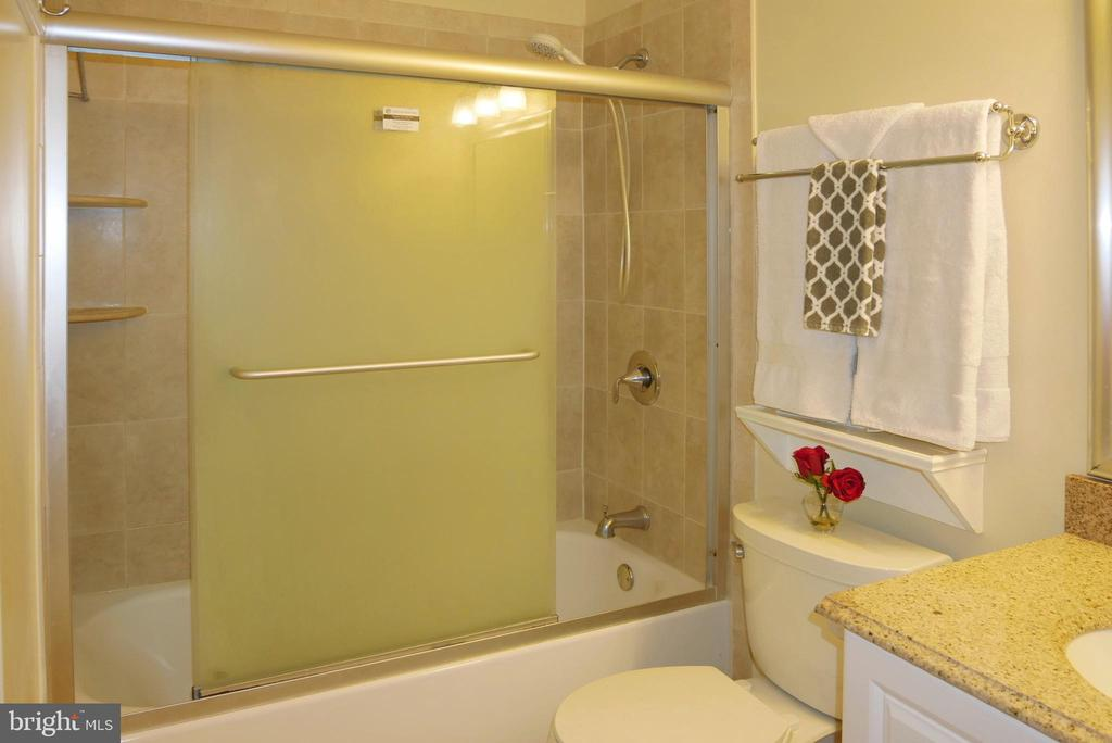 Tile Shower with Glass Sliding Doors - 5614 DE SOTO ST, BURKE