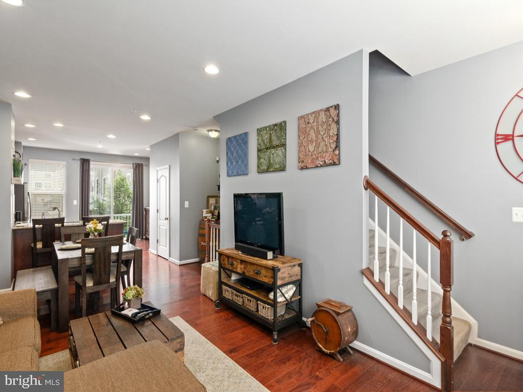 2nd Floor Open Floor Plan with Hardwood throughout - 613 BARNES ST NE, WASHINGTON