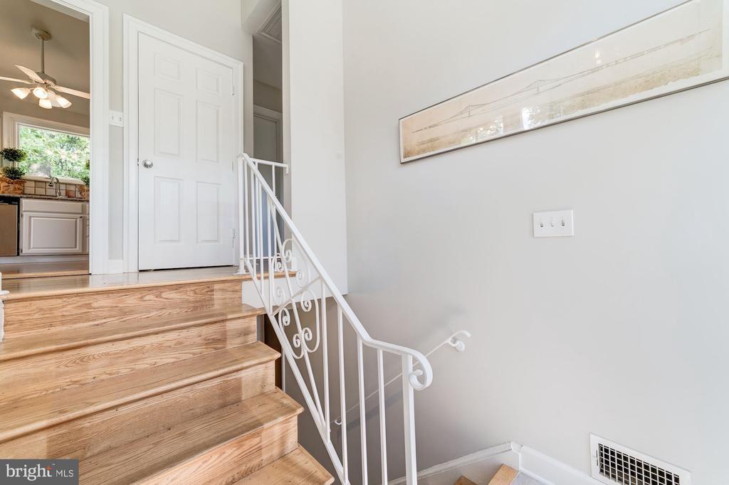 Foyer Staircase - 633 PROSPECT PL, ALEXANDRIA