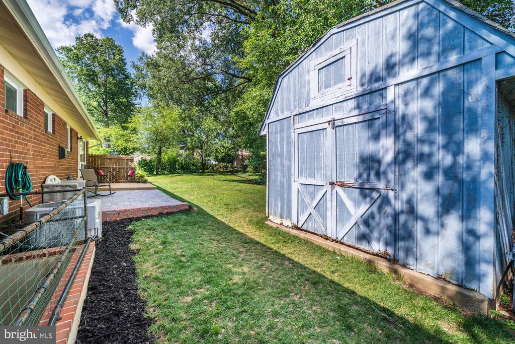 Back Yard / Basement Staircase /Shed - 633 PROSPECT PL, ALEXANDRIA