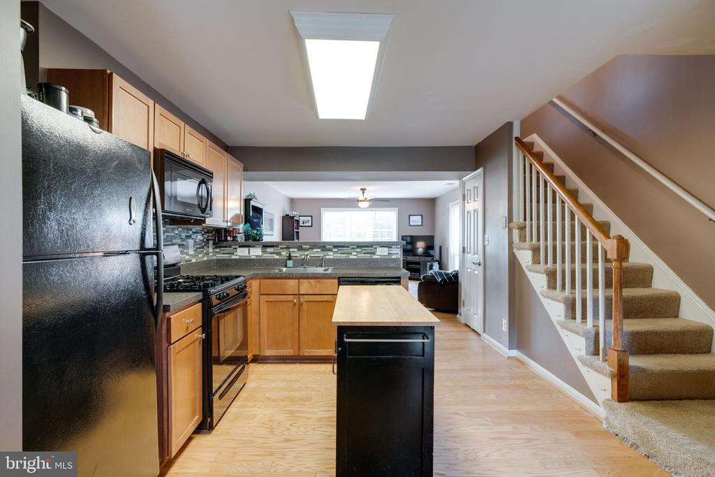 Kitchen w/ removable island and tile backsplash - 1427 N VAN DORN ST #B, ALEXANDRIA