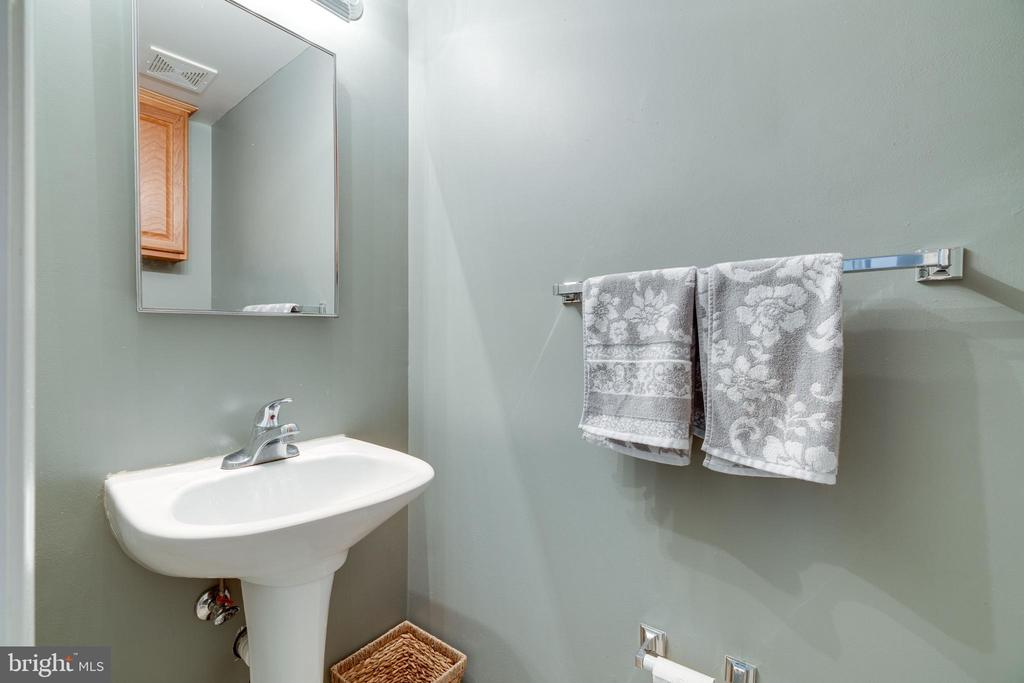 Half bath on main level - 1427 N VAN DORN ST #B, ALEXANDRIA