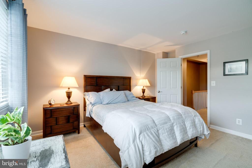 Master bedroom - 1427 N VAN DORN ST #B, ALEXANDRIA