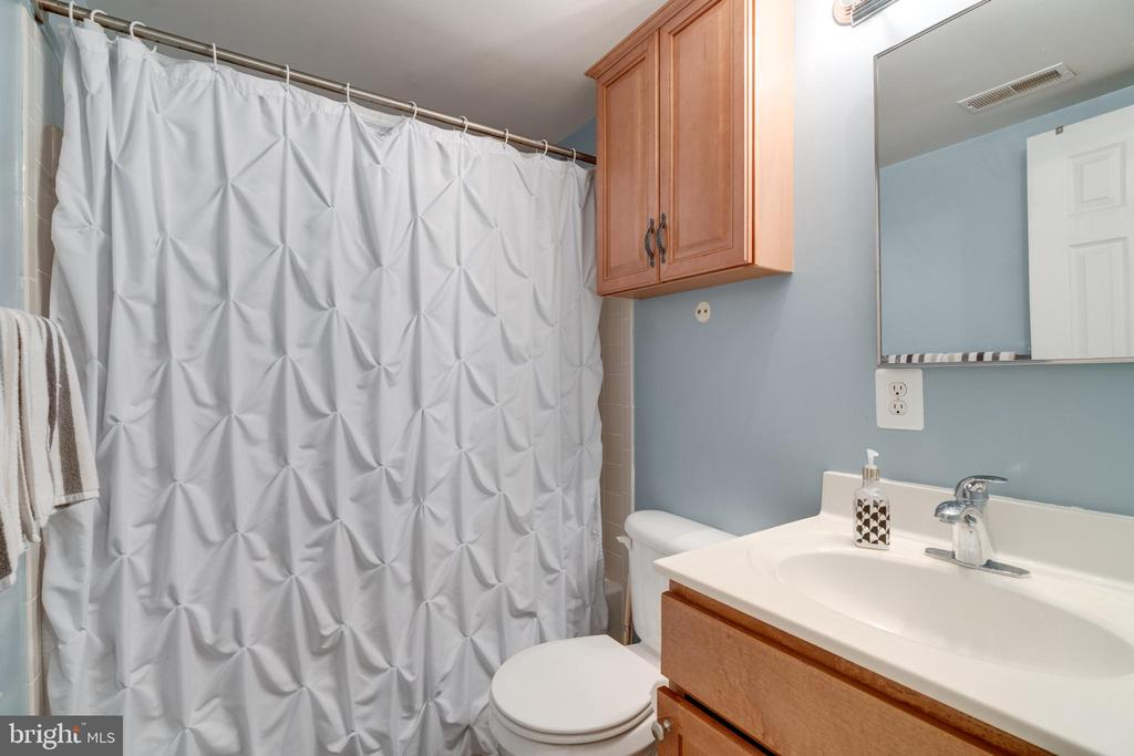Full bath on upper level - 1427 N VAN DORN ST #B, ALEXANDRIA