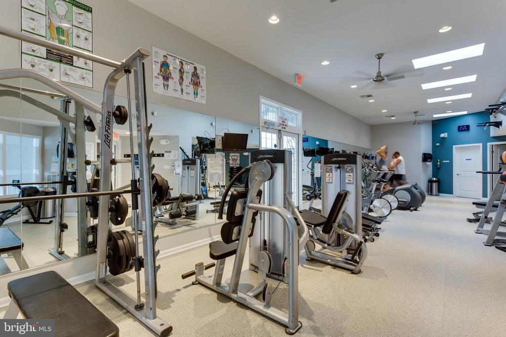 Community Gym - 1427 N VAN DORN ST #B, ALEXANDRIA