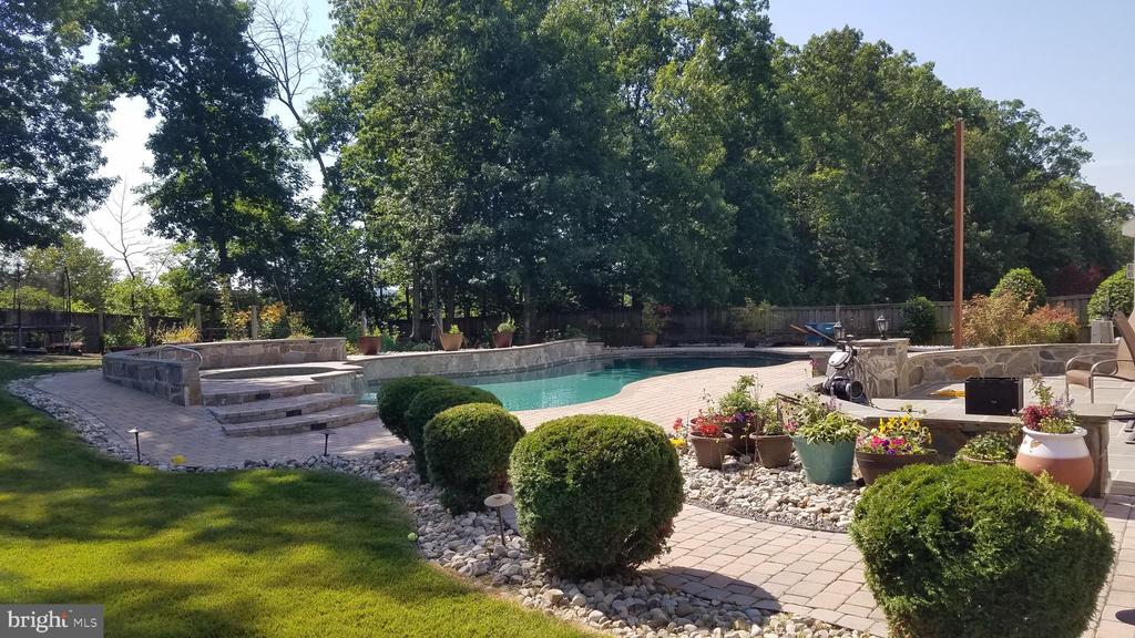 - 22506 FOREST MANOR DR, ASHBURN