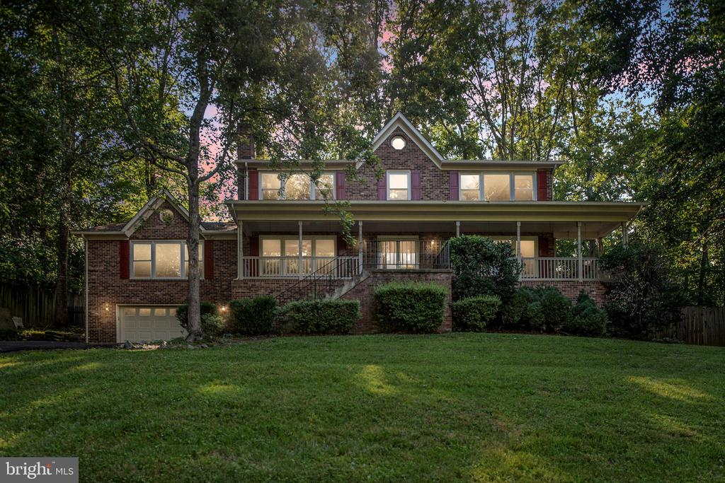 One of a kind! Three master bedrooms! - 35 GREEN LEAF TER, STAFFORD