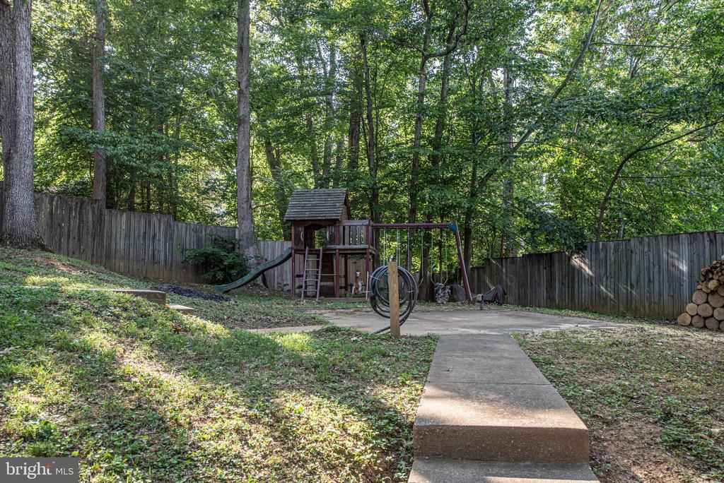 Large backyard with fencing for privacy. - 35 GREEN LEAF TER, STAFFORD