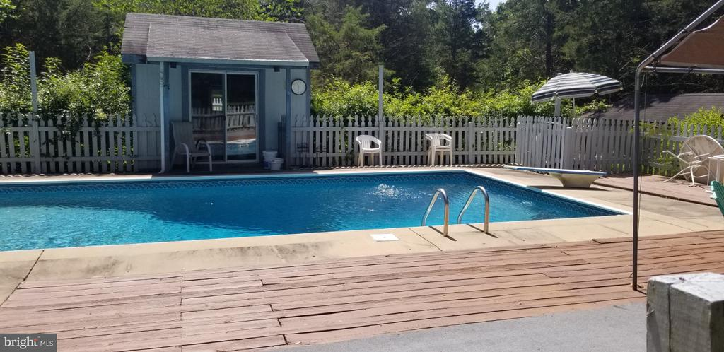 Make a Splash! - 31837 ZOAR RD, LOCUST GROVE