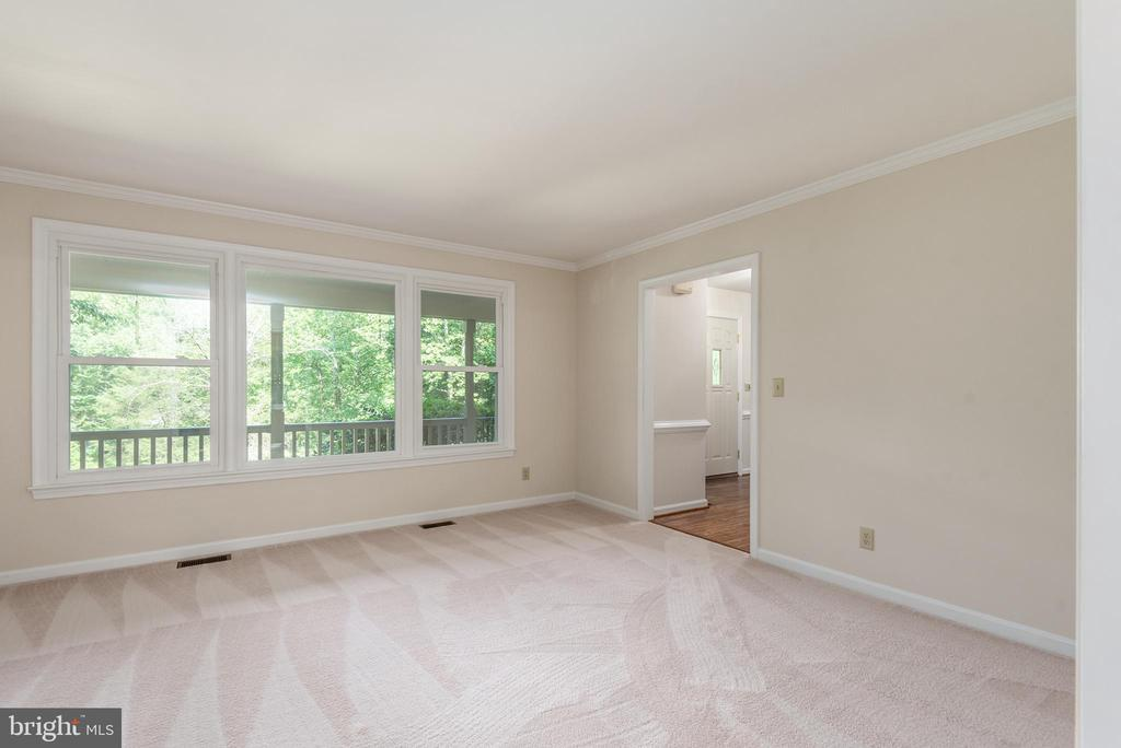 Formal living room over looking the front of home. - 35 GREEN LEAF TER, STAFFORD