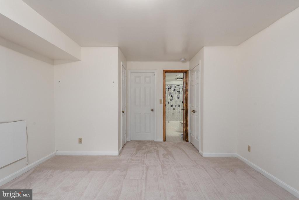 Lower master has two closets, 1 walk in - 35 GREEN LEAF TER, STAFFORD