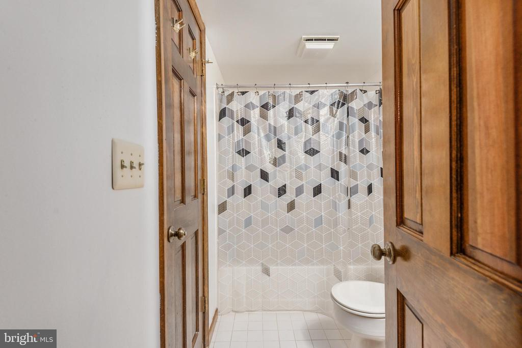 Full bath on lower level next to master bedroom. - 35 GREEN LEAF TER, STAFFORD