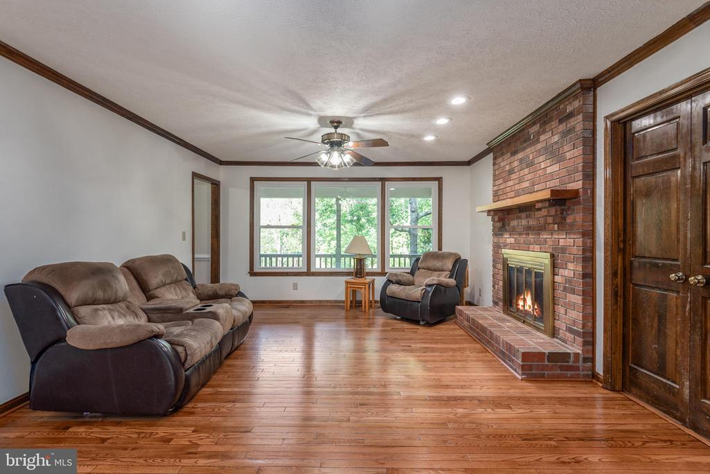 Vinyl upgraded windows throughout with warranty. - 35 GREEN LEAF TER, STAFFORD