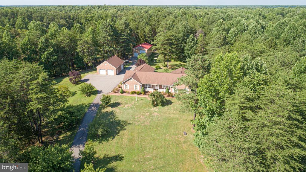 So much space yet still close to 95 & shopping! - 7376 COURTHOUSE RD, SPOTSYLVANIA