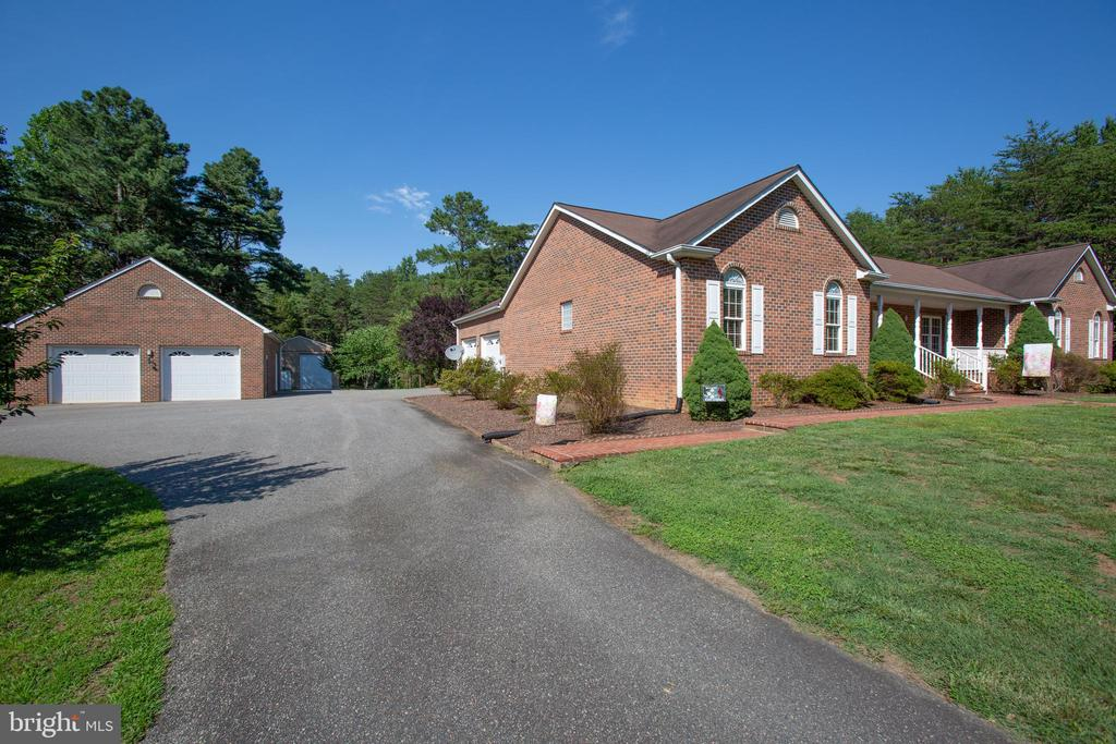 Attached and detached garage space! - 7376 COURTHOUSE RD, SPOTSYLVANIA