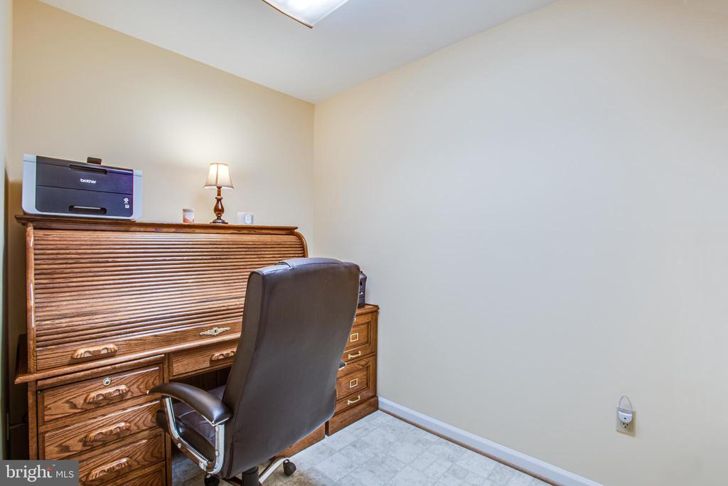 Office/craft room - 7376 COURTHOUSE RD, SPOTSYLVANIA