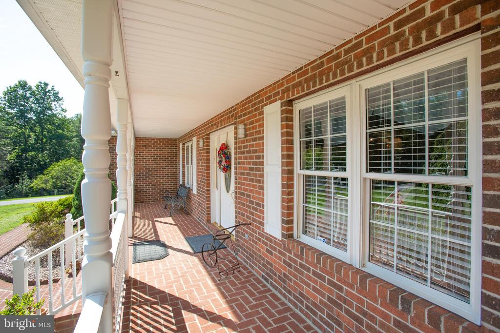 Rocking-chair front porch - 7376 COURTHOUSE RD, SPOTSYLVANIA